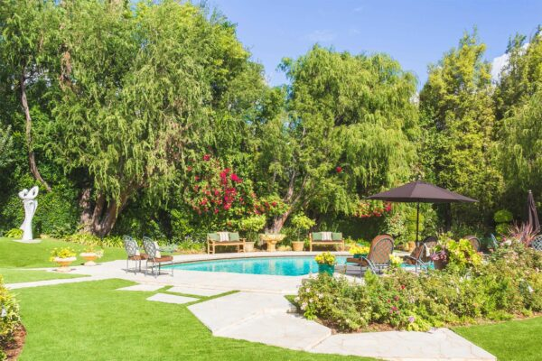 Real Estate Photography, Pool and backyard in Beverly Hills California by photographer Travis Chenoweth