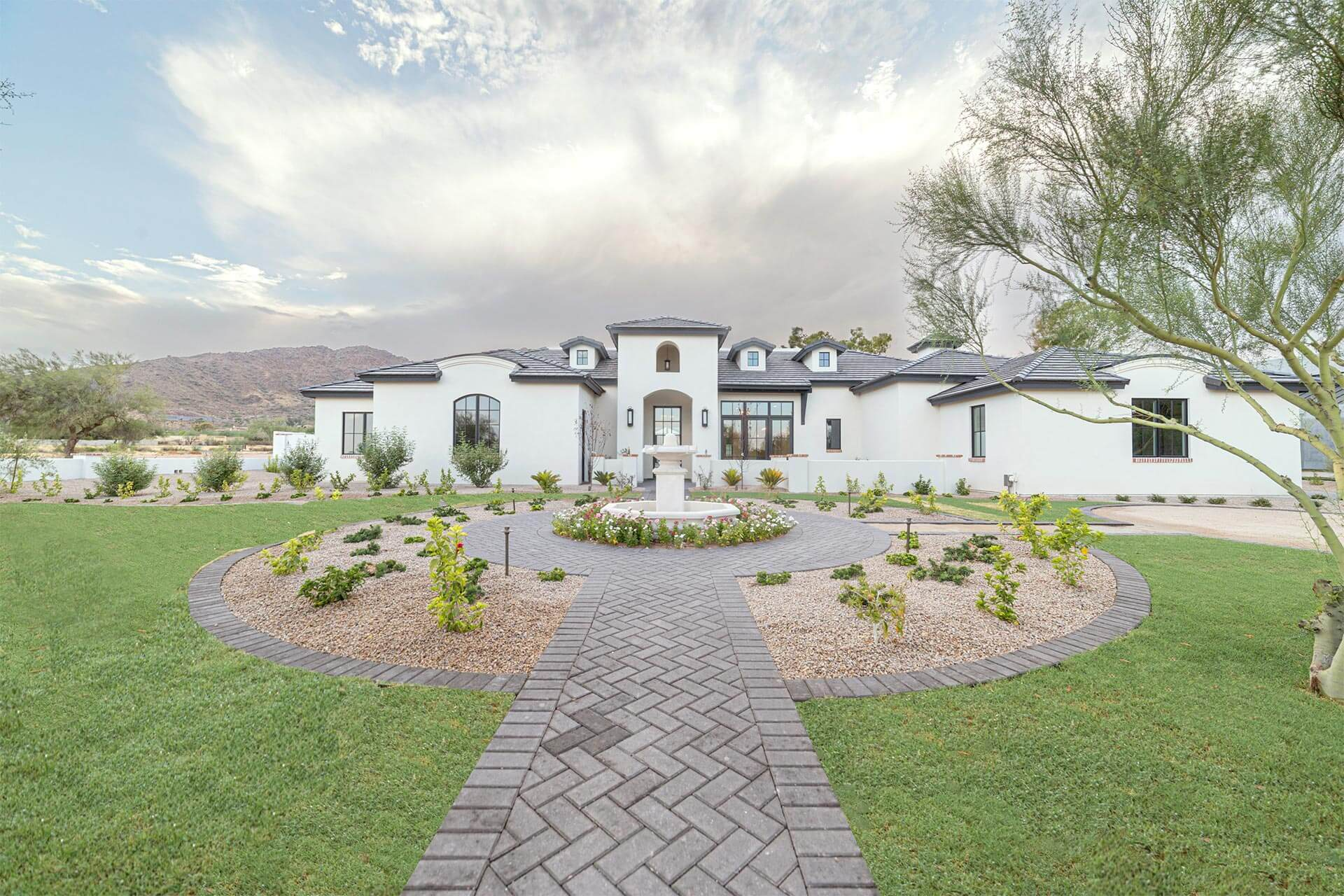 Real Estate Photography, front yard high end property Paradise Valley by photographer Travis Chenoweth, Phoenix Arizona